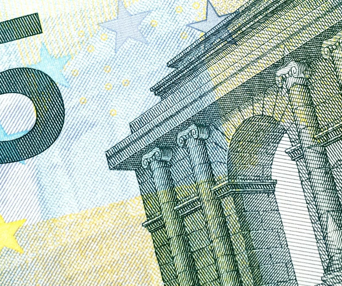 Lähikuva viiden euron setelistä. Lähde: Thought Catalog on Unsplash